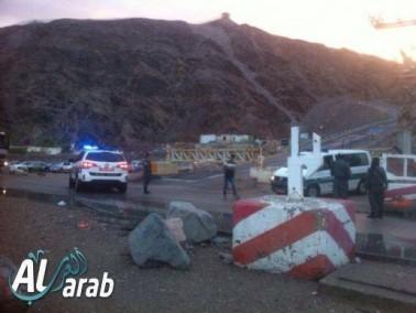 مسافرون عرب من بلاد ينتظرون فتح معبر طابا بعد أن أغلق
