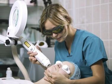 سيدتي:إيجابيات وسلبيات تقنية الليزر لازالة الشعر