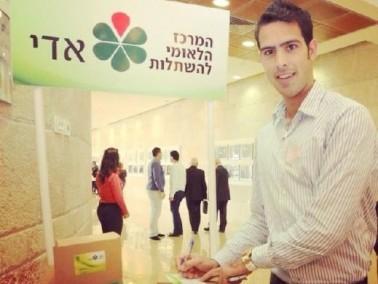 مشاهير المجتمع العربي يوقعون على بطاقة أدي