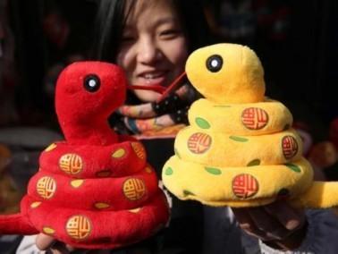 آلآلاف يشاركون في معرض المعبد في الصين