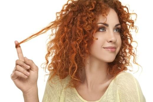 صبايا: الشعر الأجعد موضة الصيف حافظي عليه