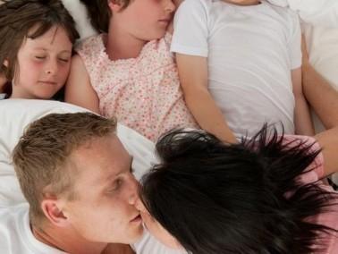 احذروا من ممارسة العلاقات الجسدية أمام أطفالكم