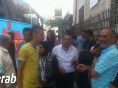وفد من عكا يقوم بزيارة لعائلة الشهيد محمد أبو خضير