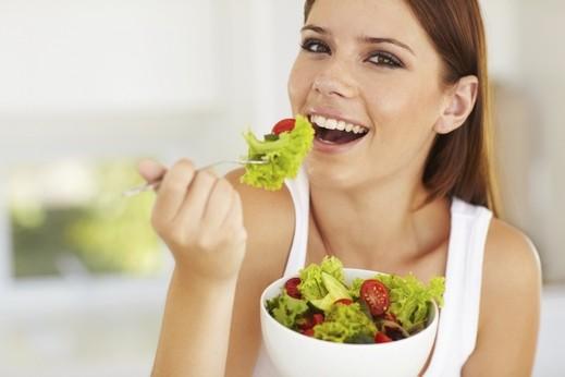 أطعمة تقوّي عينيك وتساعد بحمايتها من الأمراض