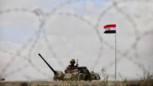 مقتل 10 جنود مصريين بتفجير مدرعة عسكرية