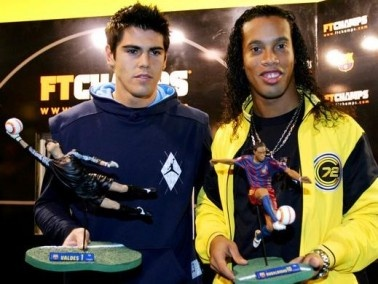 رونالدينيو ينضم لكويريتارو ويرتدي رقم 49