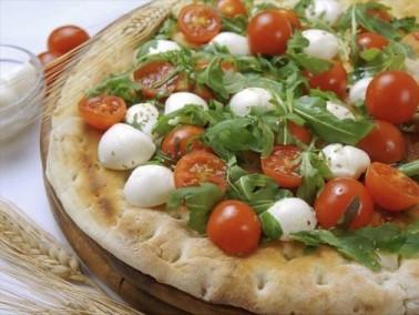أطباق المطبخ الإيطالي: فوكاتشا البندورة والموزاريلا