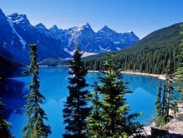 رحلة مصوّرة إلى بحيرة لويز الكندية