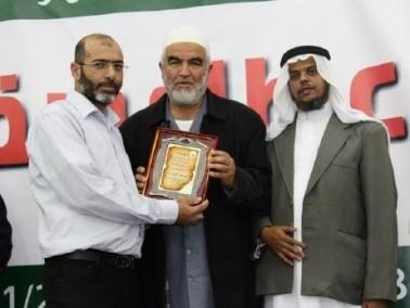 الشيخ رائد صلاح يكرم إدارة مؤسسة النقب