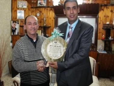 المصري يكرم المربي عبد الهادي ابو خاطر