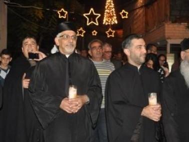 جماهير غفيرة تحتفل بإضاءة شجرة الميلاد في شفاعمرو