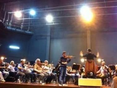 ليدي-الياس الياس عازف الكمان الفذ يخلب الألباب