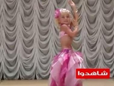 فيديو:روسية ترقص الشرقي باحتراف