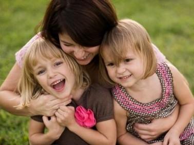 أيّتها الأم: اغمري أطفالك بالمحبّة والحنان