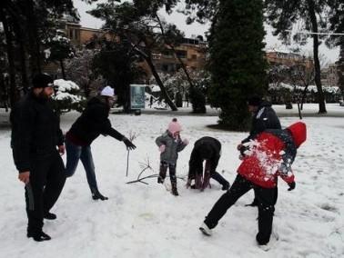دول العالم تكتسي بالثلوج البيضاء..صور