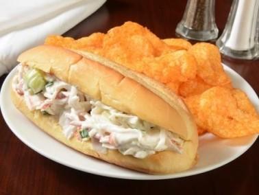 طبقنا سريع ومبتكر: ساندويتش سلطة البطاطا