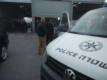 القدس: إعتقال مشتبهين بعد مداهمة معهد ترخيص سيارات