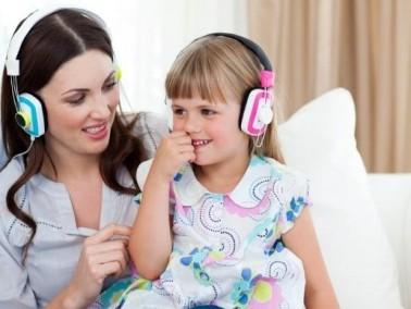 هذه فوائد سماع طفلك للموسيقى