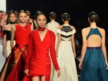 جولة خيالية في أروقة أسبوع الموضة في نيويورك