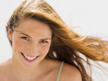 فتّحي شعرك بطريقة طبيعية دون أضرار