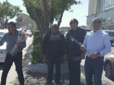 الحزب الشيوعي والجبهة في شفاعمرو يوزعان الورود