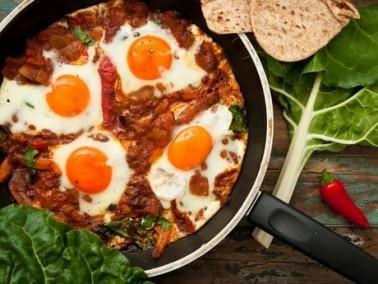 الشكشوكة بالبصل والبندورة لفطور عربي شهي