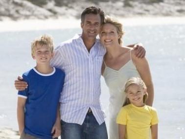 العلاقة الطيبة بين الأب والأم تنعكس على الأولاد