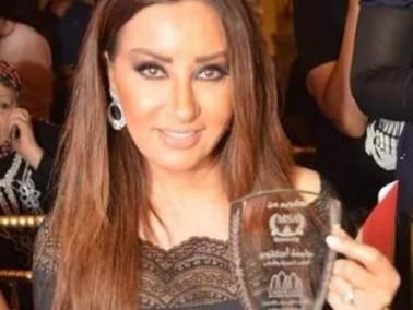 تكريم لطيفة التونسية في عرض أزياء لمصممين شباب
