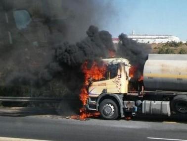 الون تفور:إندلاع حريق داخل شاحنة مُحملّة بالوقود
