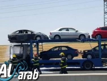 إحتراق شاحنة تقل مركبات على شارع رقم 1 باتجاه القدس