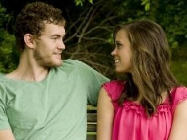 رجل السرطان يراقب كل تصرفات حبيبته ويراها كالملاك