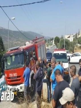 إصابة 3 أشخاص بجراح جراء انقلاب شاحنة