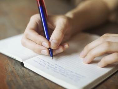أكتُبُ إلَيْكِ بقلم: الأستاذ طلال غانم