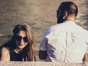 خبراء: كيف تؤثر العين الضيقة على العلاقة سلبًا بين الزوجين؟