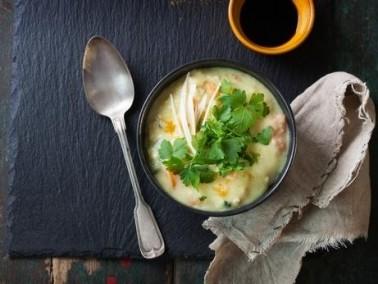 حساء الدجاج التايلندي اللذيذ.. صحتين وعافية