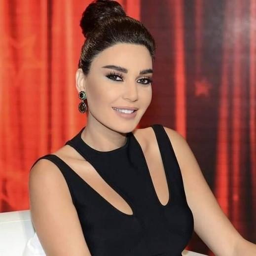 استوحي تسريحة الشعر المرفوع من سيرين عبد النور