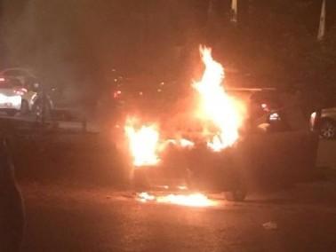 إندلاع حريق في مركبة على شارع 65 دون وقوع إصابات