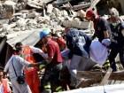 مأساة الزلزال.. بالفيديو: إنتشال طفلة إيطالية من تحت أطنان الركام بعد 17 ساعة