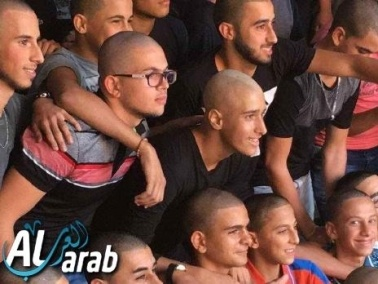 شباب من سخنين يحلقون شعور رؤوسهم