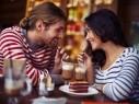 دراسة بريطانية: الخروج ليلاً مرة شهريًا مع زوجك مفيد لعلاقة سعيدة