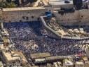القدس: وصول عشرات الالاف لحائط المبكى للمشاركة في احتفالات عيد العرش