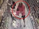 محاولة اختطاف طفلة داخل سوبر ماركت..فيديو صادم!