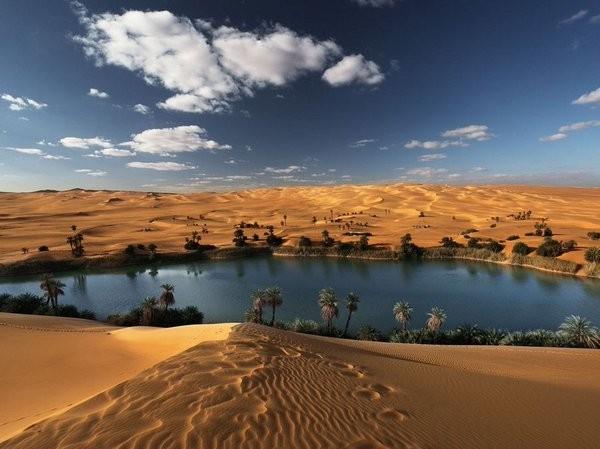أجمل 10 واحات في الصحراء حول العالم