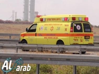 هرتسليا: إصابة عامل بجراح متوسطة إثر سقوطه عن علو