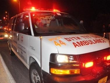 اصابة شابة بجراح متوسطة اثر اصطدام سيارة بمحطة حافلات