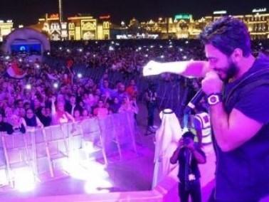 تامر حسني يشعل أجواء القرية العالمية في دبي