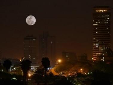 القمر العملاق في نيروبي عاصمة كينيا