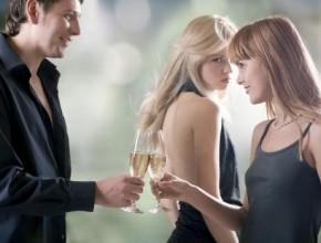 تعرفوا على الاسباب التي تجعل الفتيات تغار من زوجة الرجل الوسيم