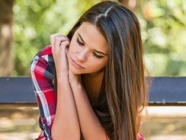 شابة: مهووسة بأخبار الأبراج والفلك وهذا يؤثر علي
