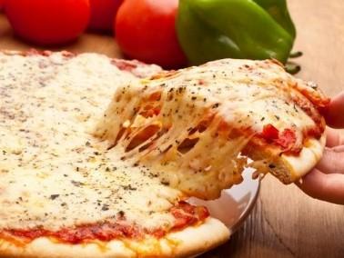 جرّبوا البيتزا بأربعة أنواع من الجبنة الشهية..صحتين
